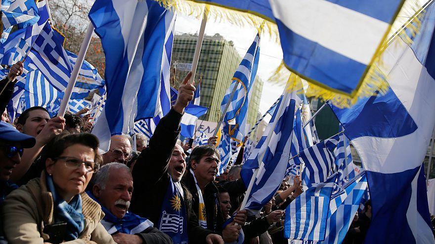 Cientos de miles de griegos se manifiestan para reivindicar el nombre de Macedonia