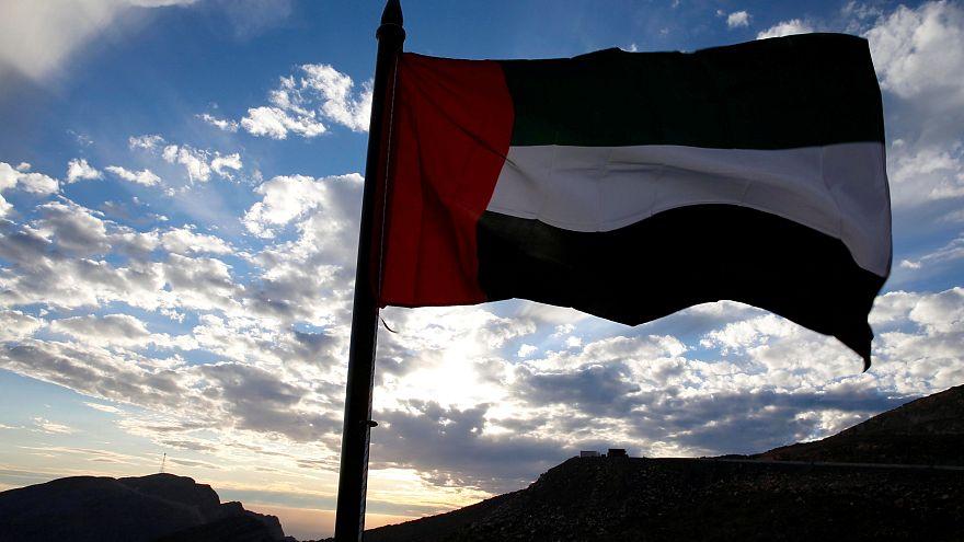 الإمارات تضع شرطا جديدا للأجانب الراغبين في الحصول على تأشيرة عمل