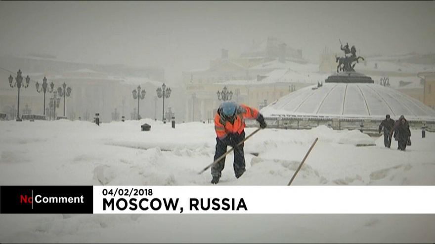 Record snowfall blankets Moscow