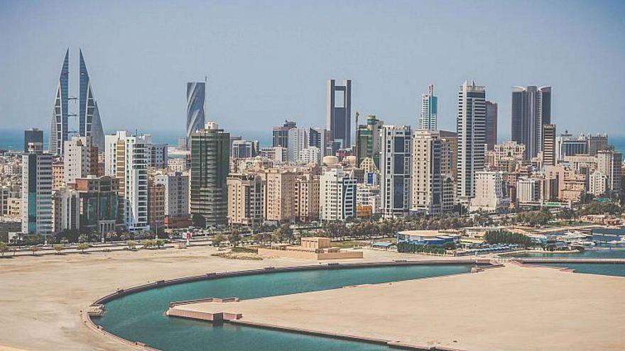 البحرين تجرد 8 مواطنين من جنسيتهم وترحلهم إلى العراق
