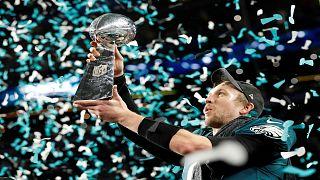 ايغلز يحرز لقب دوري كرة القدم الأمريكية للمرة الأولى في تاريخه