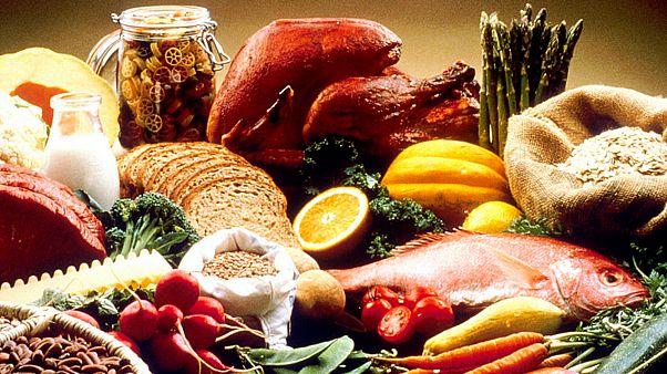 تجنّب الأكل بيدك اليسرى عند السفر إلى تركيا