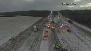 ABD'de yoğun kar yağışı ve buzlanma sebebiyle zincirleme kaza