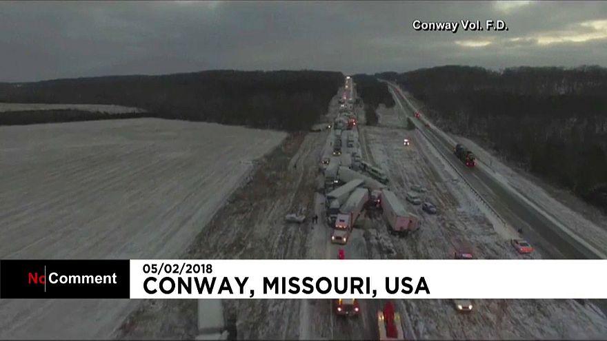 شاهد: تصادم مروع لشاحنات ضخمة بسبب الثلوج في أمريكا