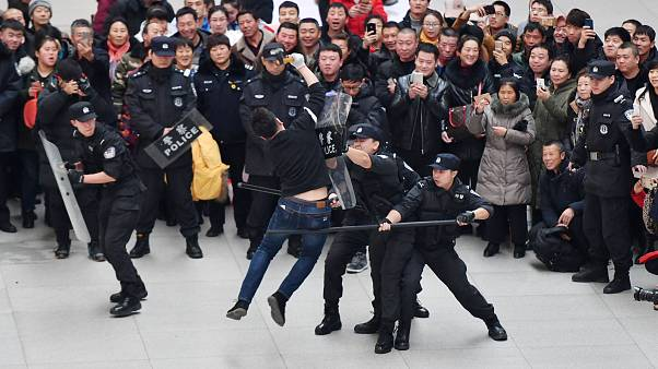 صد و بیست هزار اویغور در شینجیانگ چین زندانی هستند