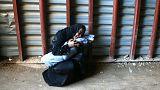 مادری جسد فرزند دو ساله اش را در غوطه شرقی در آغوش گرفته است.