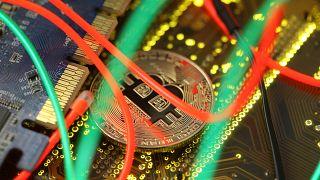 Lloyd's proíbe compra de bitcoins a crédito