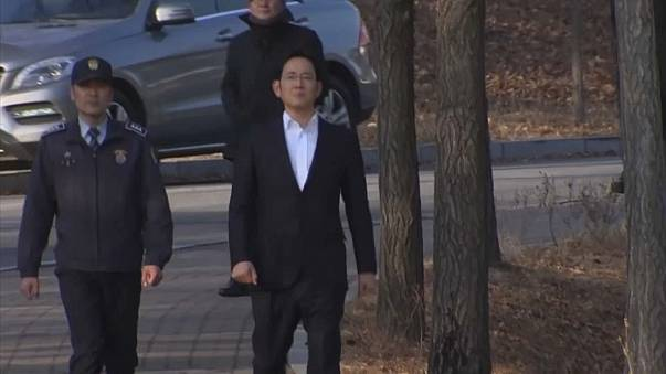 Samsung Group heir Jay Y. Lee left a South Korean jail a free man on Monday