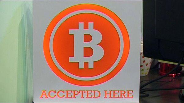 بنوك بريطانية وأمريكية تحظر شراء عملة البتكوين ببطاقات الائتمان