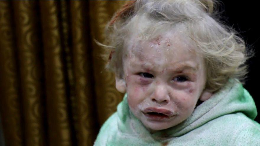 Suriye: Yıkıntılardan kurtulan küçük kız