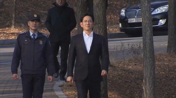 Scandalo Samsung, Lee esce di prigione: pena dimezzata e sospesa