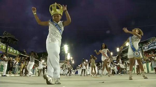 "Ensaio técnico do Carnaval ""a meio gás"""