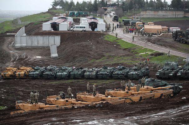 تانکهای ارتش ترکیه در نزدیکی مرز سوریه