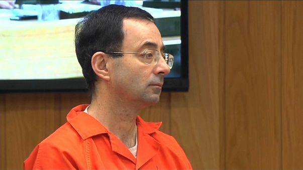 Larry Nassar sentenciado a entre 40 y 125 años adicionales por sus abusos a cientos de gimnastas