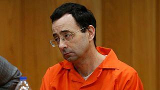 پزشک سابق تیم ملی ژیمناستیک آمریکا  به ۴۰  تا ۱۲۰  سال زندان محکوم شد