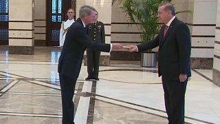 السفير الهولندي السابق بصحبة إردوغان
