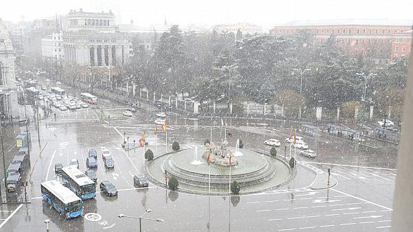 Heavy snow causes disruption in Madrid