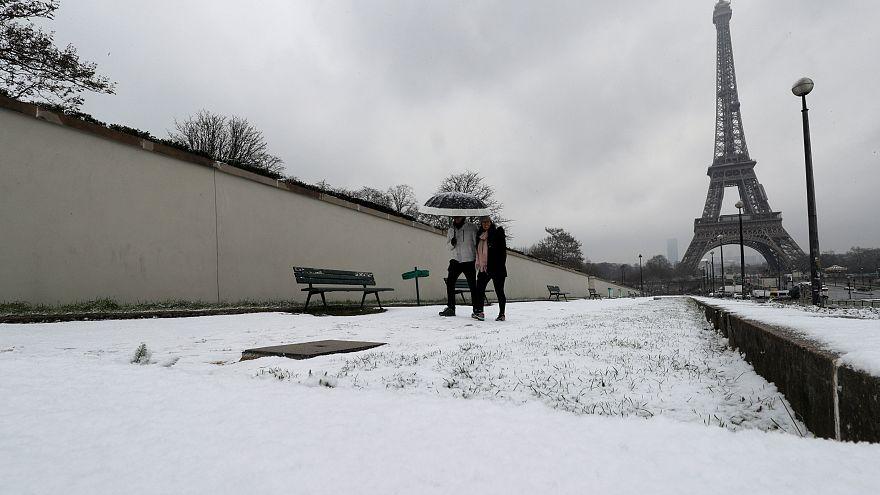 باريس ومدريد تحت الثلوج