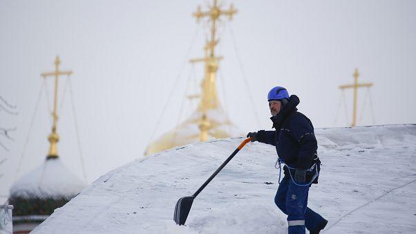 الثلوج تشل موسكو