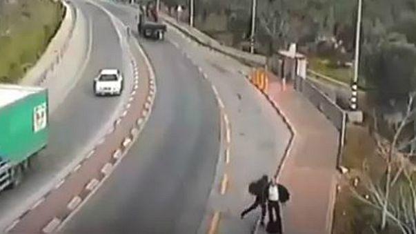 فيديو: فلسطيني يقتل إسرائيلياً طعناً بالضفة الغربية