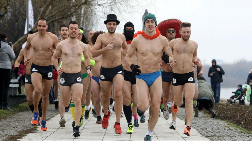 بلگراد: دویدن با لباس زیر برای به چالش کشیدن هوای سرد