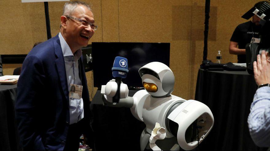 ژاپن: رباتهای پرستار به کمک سالمندان میآیند