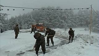 La nieve deja aisladas las cumbres de Argelia