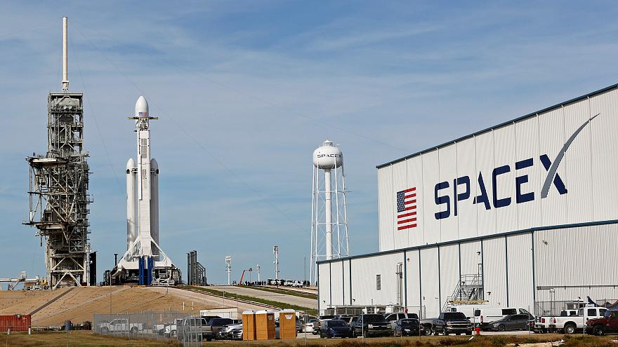 SpaceX to launch Tesla to Mars—with Bowie playing in the background