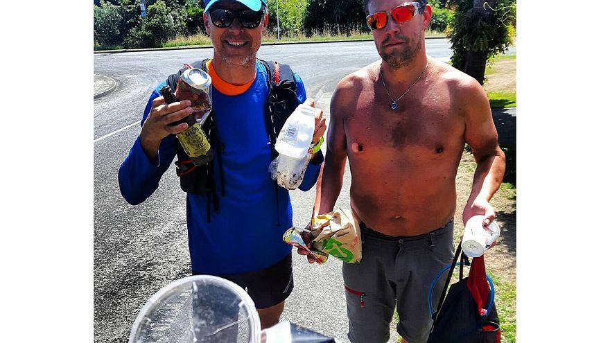 Si sta diffondendo il plogging, ovvero raccogliere i rifiuti facendo jogging