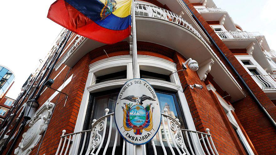 Wikileaks, per ora rimane valido il mandato di arresto per Julian Assange