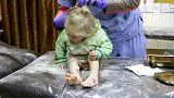 نجات یک دختر بچه بعد از حملات هوایی به ادلب
