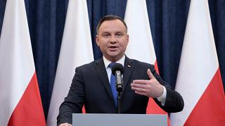 Presidente polaco vai ratificar polémica lei do Holocausto