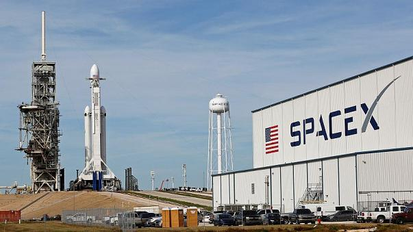 SpaceX lanzará Tesla a Marte-con Bowie tocando en segundo plano