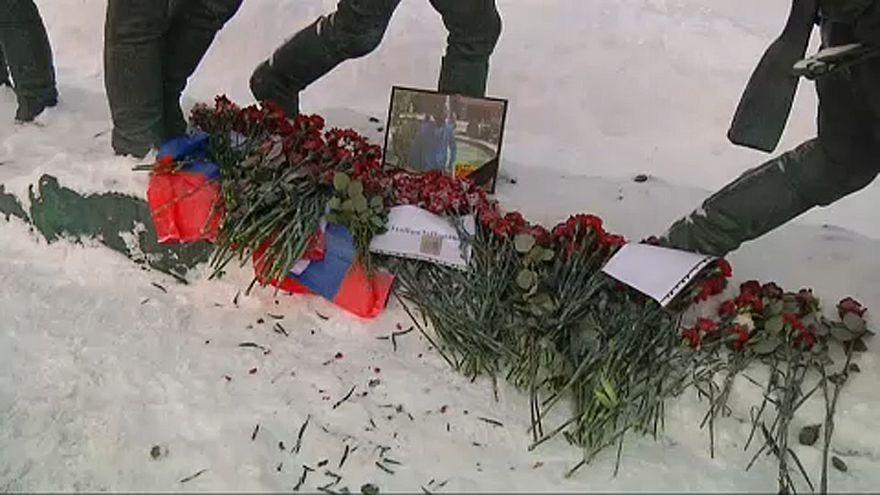 Orosz földön helyezik örök nyugalomra a lelőtt pilótát