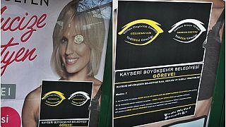اسلامگرایان ترکیه با پوسترهای تبلیغاتی زنان برهنه چه میکنند؟