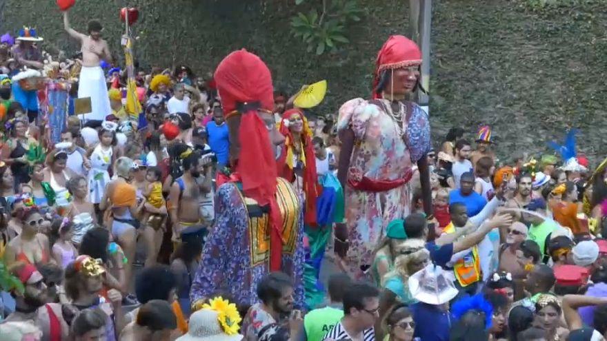 كرنفال الشارع بريو دي جانيرو يسترجع مكانه في الشارع