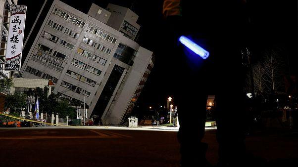 Starkes Erdbeben in Taiwan: Verschüttete in Hotel vermutet