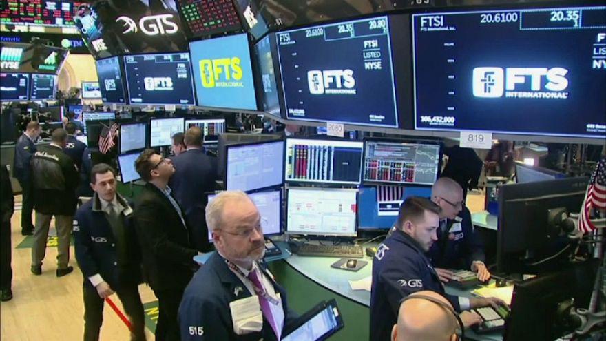 ¿A qué se debe la brusca caída de Wall Street?