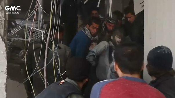 Siria, raid aerei governativi a est di Damasco causano decine di vittime