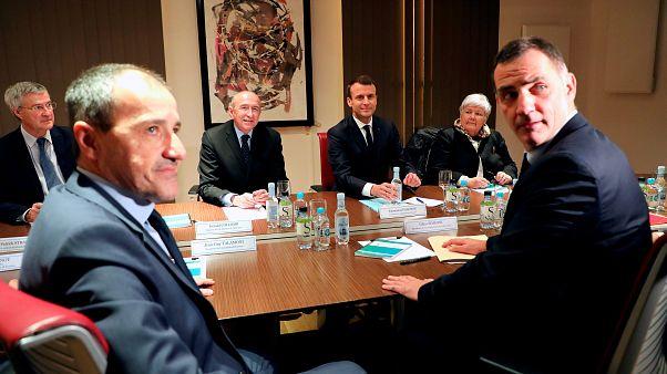 Macron face aux nationalistes corses