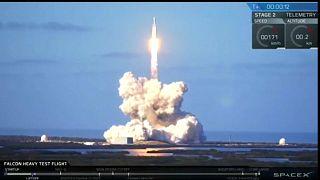 Para o infinito e mais além: Musk manda carro para o espaço
