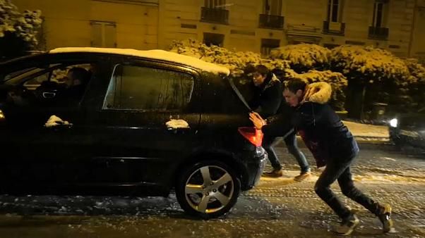 Transport chaos as Paris snowbound