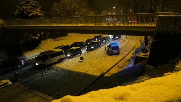 Hó okoz káoszt Párizsban