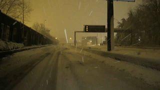 Снег идет, Париж в смятении