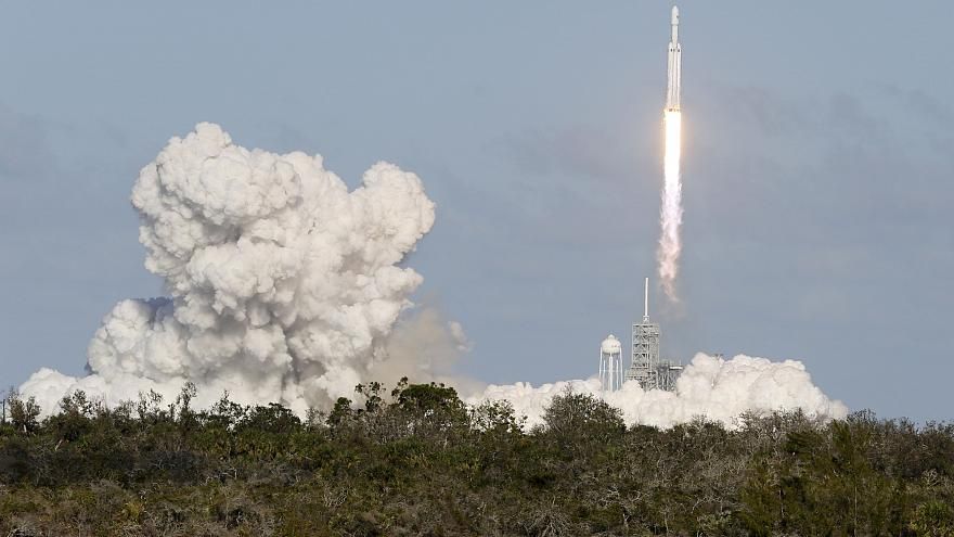 Vuelve a ver el lanzamiento del Falcon Heavy, el mayor cohete del mundo