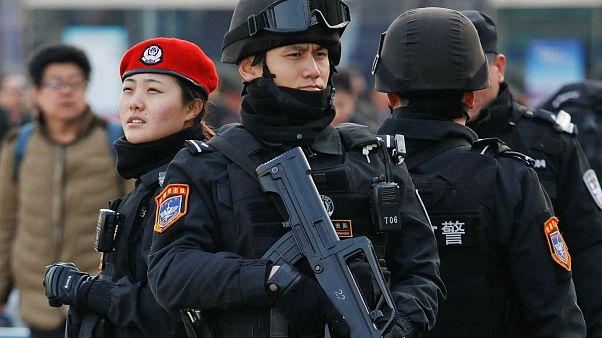 عینک تشخیص چهره به کمک پلیس چین میآید