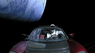 Un Tesla y un 'astronauta' Starman surcan el espacio, la última hazaña de Elon Musk