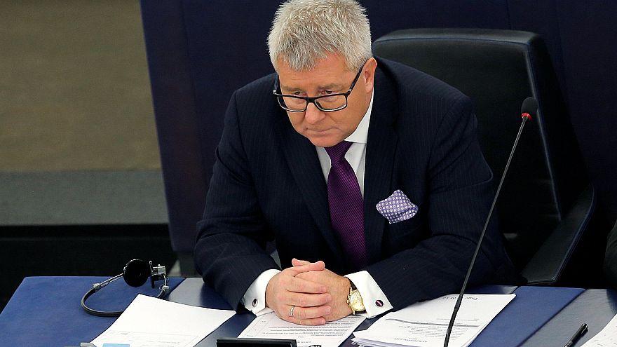 Eurodeputado polaco perde vice-presidência devido a insulto nazi
