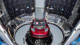 Musk lässt sein Auto um den Mars fliegen