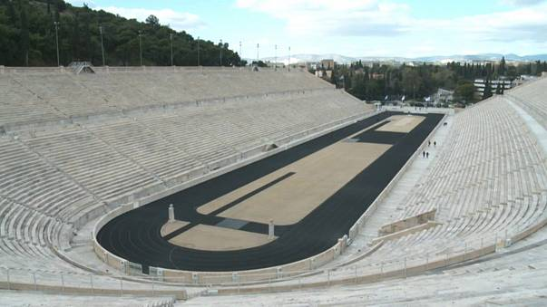 Estádio Panatenaico em Atenas ficou sem os anéis olímpicos em 2011